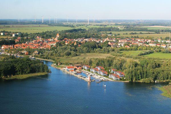 Vogelperspektive von * Ferienwohnung am Yachthafen * optional mit Bootsliegeplatz Haus 7 A 8