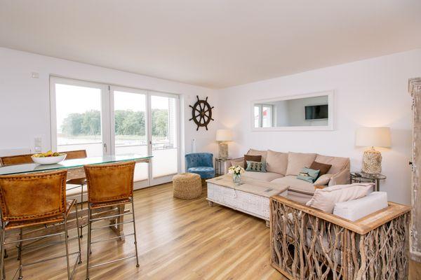 Wohnzimmer von 4 Zimmer Maisonette-Wohnung Apartment Seeblick  (P7A7)