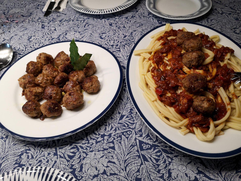 Keftedakia me Makarounes - Hackfleischbällchen mit Makkaroni