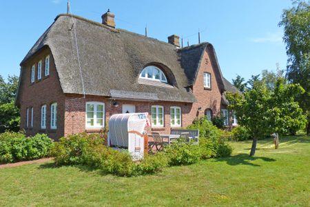 Haus *Strandweg 8* Friesenhaushälfte *Backbord*