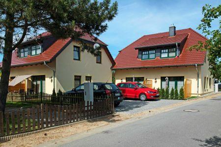 Doppelhäuser zum Reetmoor Haus Kirsten Schwarzer Busch - Fassade / Eingang