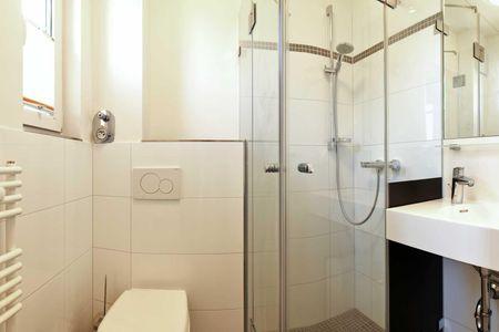 Doppelhäuser zum Reetmoor Haus Hannah Schwarzer Busch - Badezimmer