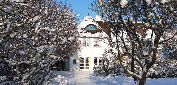 Bild Schnee Sylt Reetdachhaus